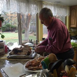 bill-carving-thanksgiving-2014-1
