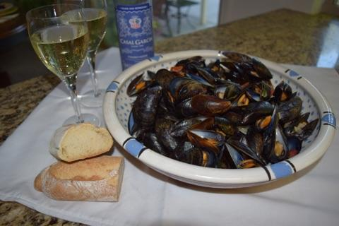 mussel wine bread