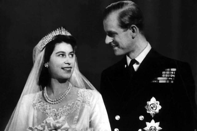 Princess Elizabeth and Lt Philip Mountbatten after their wedding November 1947. Mirrorpix/Courtesy Everett Collection (MPWA574514)