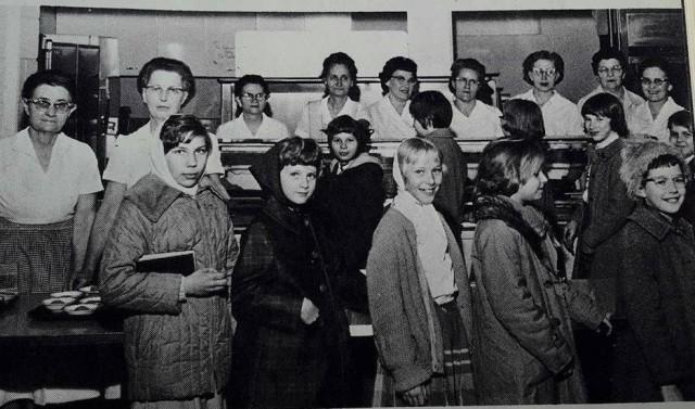 cafeteria line circa 1960 (2)