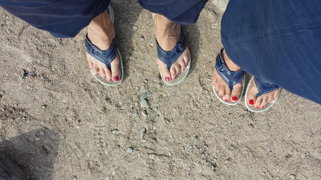 hiking flip flops